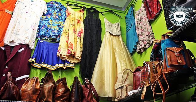 Lo-specchio-di-Alice-negozio-vintage-in-centro-a-Milano